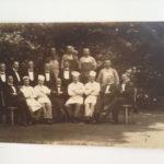 männliche Belegschaft, Hotel Drachenfels, etwa 1920, K.Eckenbach vorne links sitzend