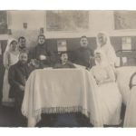 Lits 99 à 101 de l'hôpital militaire de Menton avec blessés et infirmières
