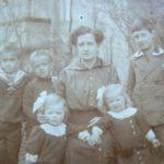 Meine Großmutter Hedwig Pick mit ihren sechs Kindern