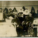 Blessés et infirmières, dont religieuses, à l'Hôtel Dieu de Lyon