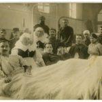 Blessés dans une salle de l'Hôtel Dieu de Lyon, avec des religieuses