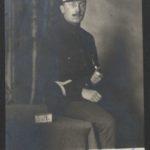 Lot de treize cartes postales envoyées par Charles Bessin, prisonnier en Allemagne, à son épouse Evelyne, datées de mai 1915 à juin 1918 (portraits, portraits de groupe légendés, représentant le camp de prisonniers, un match de boxe, et un match de rugby)